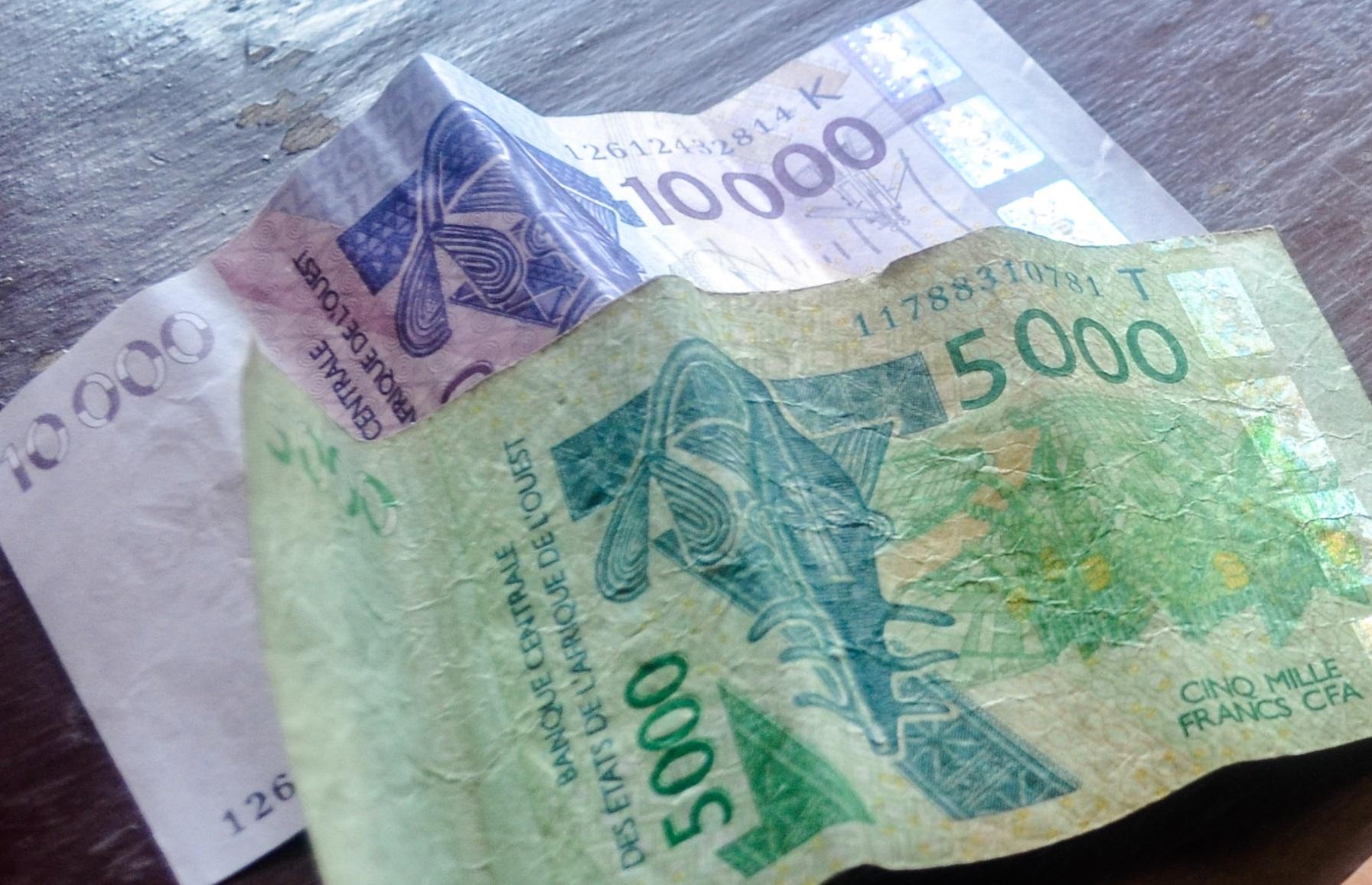 Billets de franc CFA 10000 et 5000 FCFA